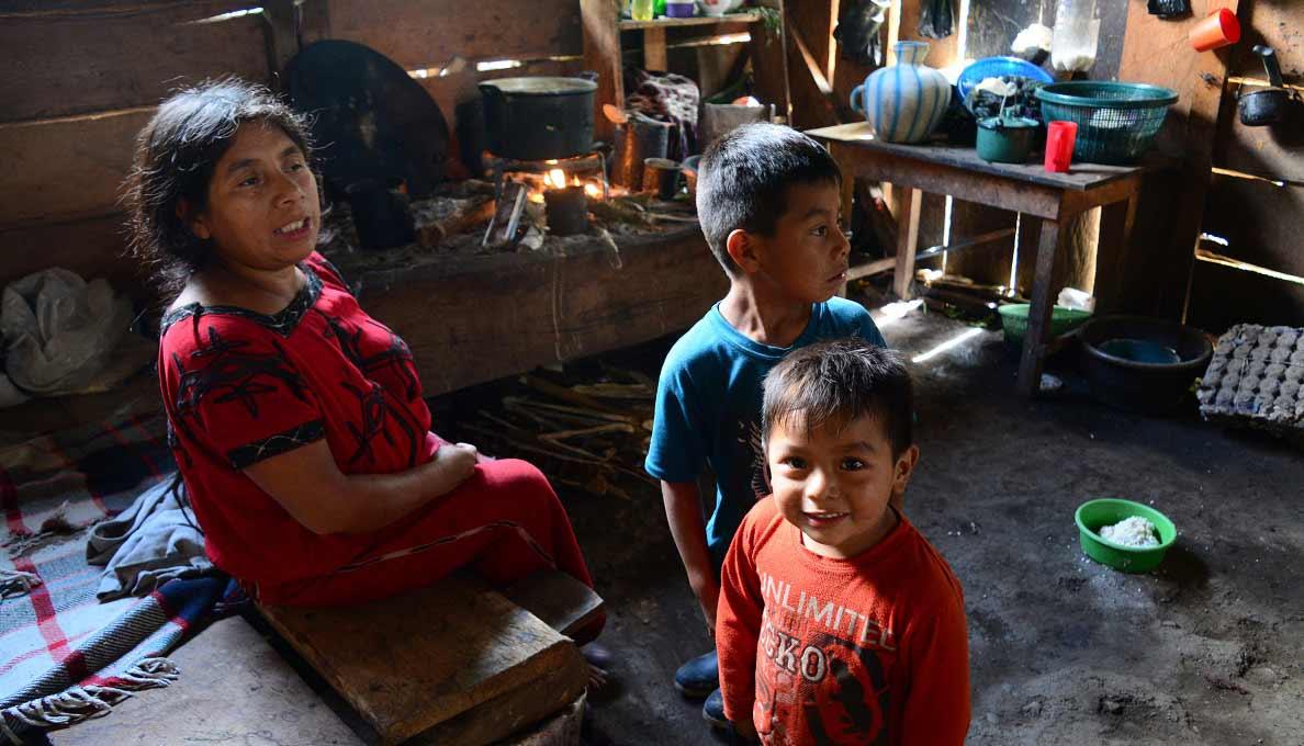 guatemalan family at home