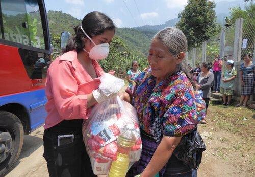 Guatemalan Nonprofit Local Hope donating food to community members in Santa Anita