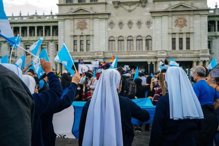 Guatemalans protesting government corruption
