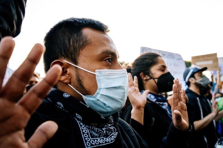 Guatemalan protestors wearing covid masks